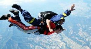 regali 18 anni, lancio con il paracadute