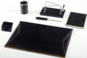 set scrivania in pelle per laureandi