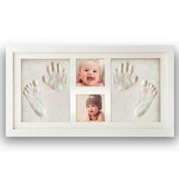 cornice per bambini con impronte della mani e die piedi