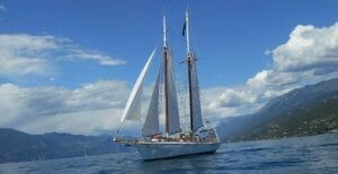 regalare un escusrione in barca a vela