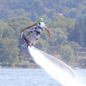 Hoverboard sull'acqua